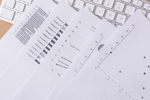 ビジネスシーン 書類画像.jpg